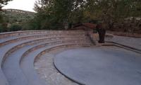 Εξωτερικό πέτρινο θέατρο στο Καλέντζι