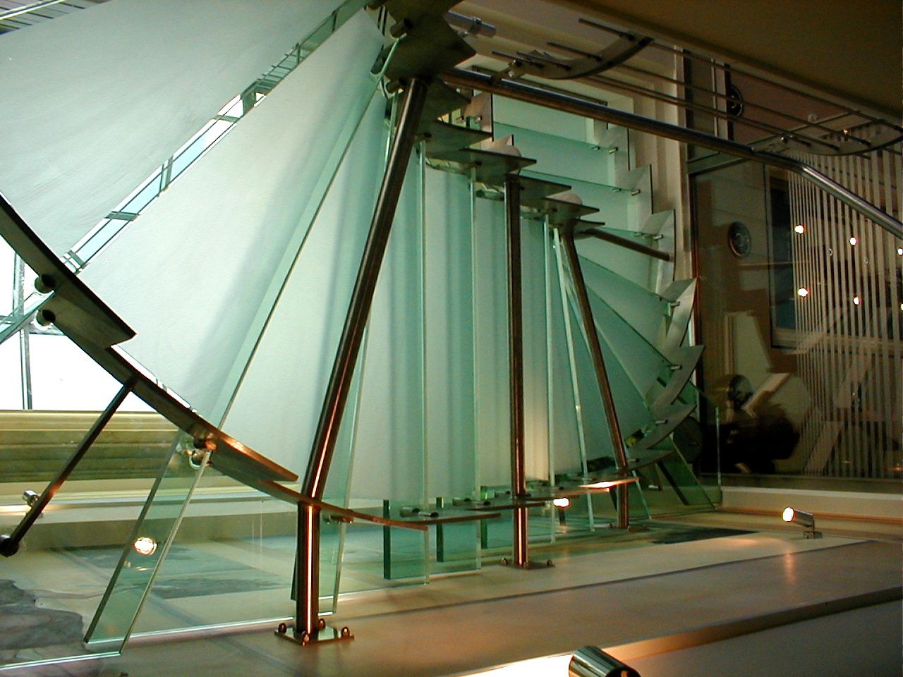 Γυάλινες σκάλες - Glass stairs