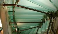 λεπτομέρεια γυάλινης σκάλας, glass stair detail