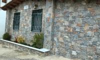 Παραδοσιακή Πέτρινη κατοικία υπό κατασκευή, προσθήκη κατ´επέκταση & τροποποίηση υφιστάμενου κτίσματος. Περιοχή Άνω Σούλι, Δήμος Μαραθώνα